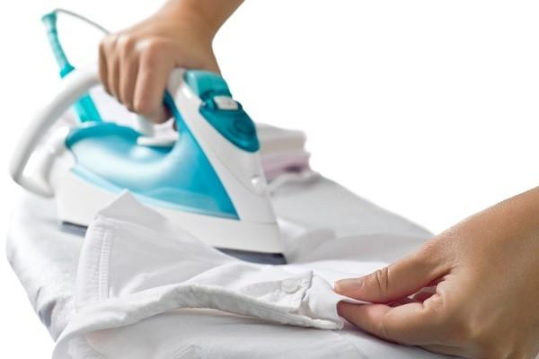 3 trucos para limpiar la base de la plancha