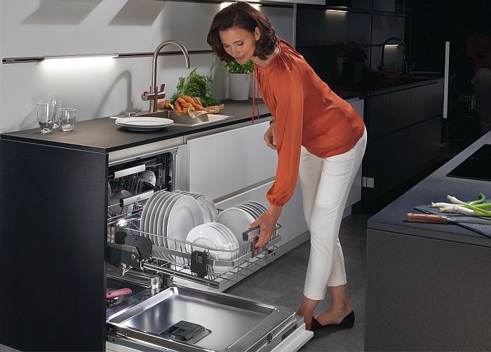 AEG lanza su lavavajillas ComfortLift en libre instalación