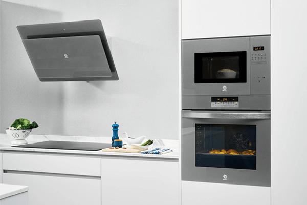 Ventajas de instalar el horno en columna con el microondas.